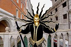 QUINTESSENZA VENEZIANA 2019 778 (aittouarsalain) Tags: venise venezia carnevale carnaval soleil lune costume masque mask pontdessoupirs pontedeisopiri