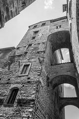 Perugia (Geert Van Keymolen) Tags: 2018 bw d5200 europe italië italy nikon perugia piazzaivnovembre toscane tuscany architecture architectuur blackwhite buitenshuis cityscape cityview dag day outdoor stadzicht summer zomer zwartwit