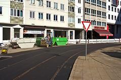 Am Sonntagnachmittag sind die Arbeiten am erneuerten Gleisstück südöstlich des Stiglmaierplatzes so gut wie fertiggestellt (Frederik Buchleitner) Tags: baustelle munich münchen stiglmaierplatz strasenbahn streetcar tram trambahn