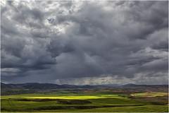 Sol y nubes de tormenta (Fernando Forniés Gracia) Tags: españa aragón zaragoza calatayud ateca sierradearmantes paisaje landscape naturaleza sol nubes tormenta cielo llanura