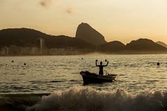 Praia de Copacabana - Rio de Janeiro (mariohowat) Tags: copacabanabeach copacabana praiadecopacabana amanhecer sunrise nascerdosol natureza brasil brazil riodejaneiro canon6d