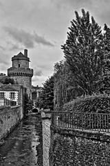 Gris XXX (Tonton Gilles) Tags: alençon normandie hdr noir et blanc gris paysage urbain rue alexandre ier roi de yougoslavie tour couronnée briante rivière ruisseau