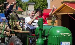 Sachsen-Anhalt-Tag 2019 in Quedlinburg (Helmut44) Tags: deutschland germany sachsenanhalt quedlinburg harz festumzug evening event festwagen traktor minister