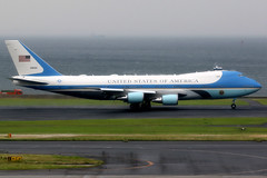 United States Air Force | Boeing VC-25A (747-200) | 92-9000 | Air Force One | Tokyo Haneda (Dennis HKG) Tags: airforceone vc25 aircraft airplane airport plane planespotting bizjet businessjet military airforce canon 7d 100400 tokyo haneda rjtt hnd boeing 747 747200 boeing747 boeing747200 usaf usairforce unitedstatesairforce 929000