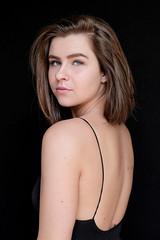 DENS2283-12 (YouOnFoto) Tags: beauty schoonheid girl meisje vrouw mooi back rug dark donker daglicht natural light fujifilm syseemcamera xt20 lowkey eyes ogen