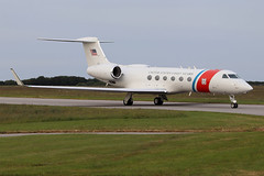 Gulfstream C-37A  United States - US Coast Guard (USCG) 01 (Niko Hpx) Tags: gulfstream c37a unitedstates uscoastguard unitedstatescoastguard gardecôtièreaméricaine uscg 01 lfrc cer cherbourgmaupertus cherbourg