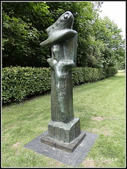 Houghton Hall. 'Upright Motive' by Henry Moore (Alan B Thompson) Tags: 2019 june sculpture lumix fz82 picassa