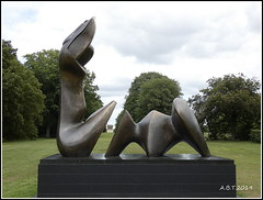 Houghton Hall. 'Two Piece Reclining Figure' by Henry Moore (Alan B Thompson) Tags: 2019 june sculpture lumix fz82 picassa