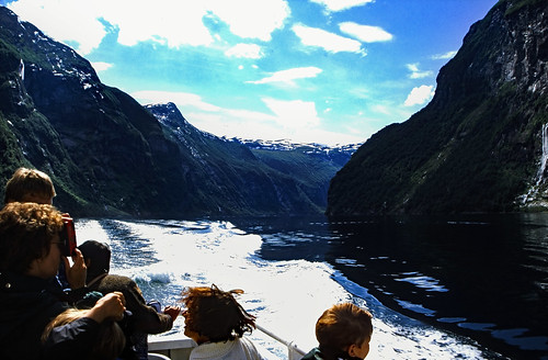 "Norwegen 1998 (343) Geirangerfjord • <a style=""font-size:0.8em;"" href=""http://www.flickr.com/photos/69570948@N04/48013970567/"" target=""_blank"">View on Flickr</a>"