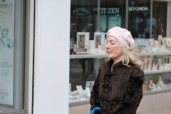 Pearl beret citizen (paul indigo) Tags: paulindigo beret coat fashion lady people streetphotography style walking
