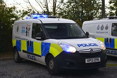 KP13 ZPW (S11 AUN) Tags: durham constabulary vauxhall combo van police dog support unit dsu policedogs dogsection patrol response 999 emergency vehicle kp13zpw