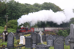 FR & WHR David LLoyd George nabij Boston Lodge 29-05-2019 (Spoorhaar) Tags: uk engeland grootbrittannië spoorwegen train trein tren smalspoor railway railroad eisenbahn transport graveyard kerkhof cemetary grafstenen steam stoom dampf fairlie dampflok machine ffestiniog wales welsh narrow gauge