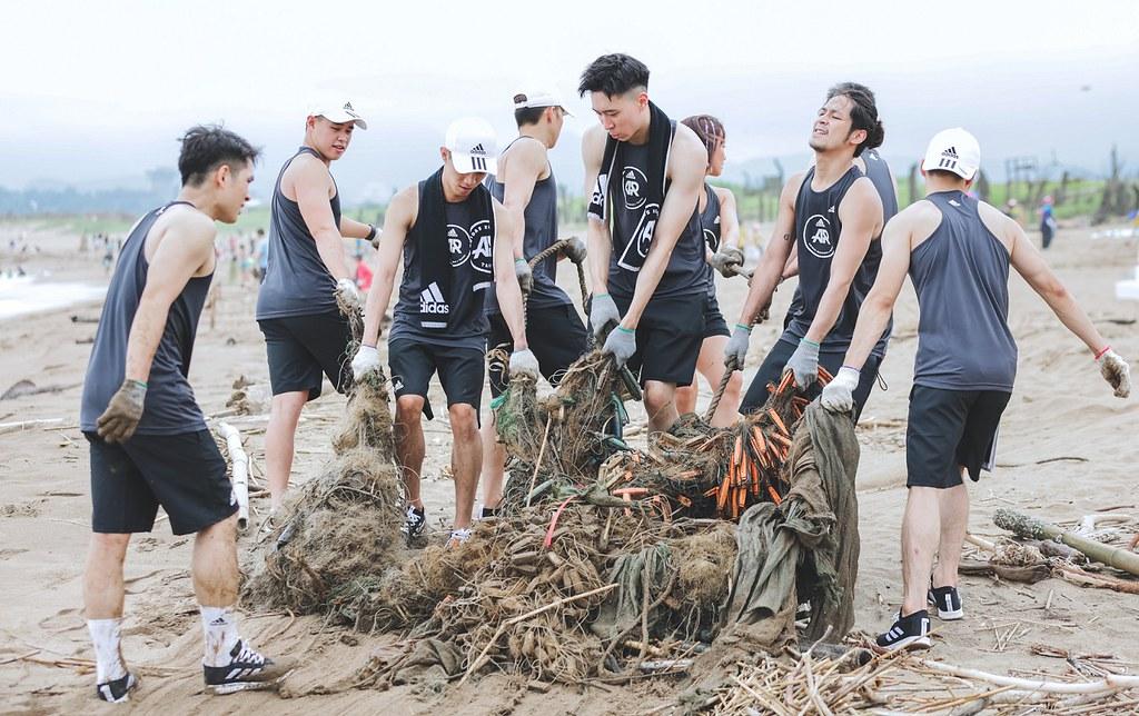 5. adidas Runners於金山中角灣共同淨灘,齊力清理超過270公斤的垃圾