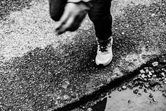 Run little boy, run! (LACPIXEL) Tags: street boy calle kid child hand main running run mano chico rue enfant niño cours corre garçon correr callejera courir life blancoynegro blackwhite flickr noiretblanc sony vida vie streetphotographer photographederue lacpixel
