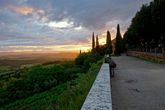 BARBARA SHOOTING THE EVENING LIGHT (LitterART) Tags: light evening mood abendstimmung pienza valdorcia tuscany toskana toscana licht sky skies hdr sonyrx100
