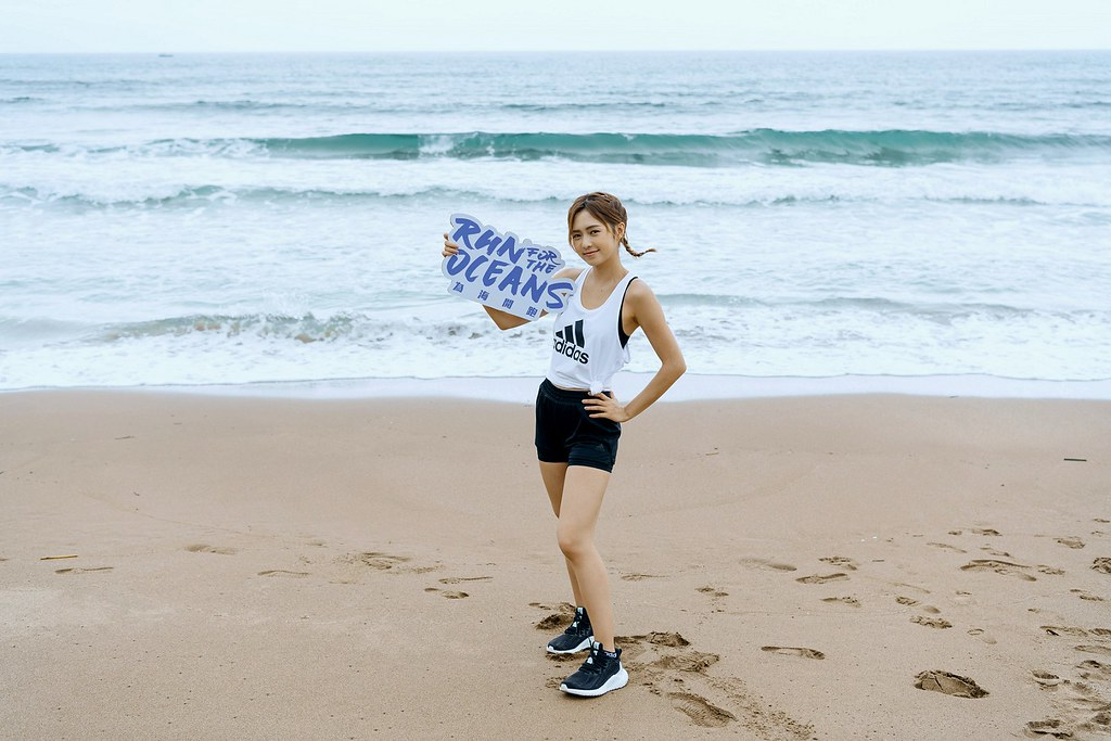 1. 熱愛跑步的簡廷芮以行動支持「Run For The Oceans」數位公益路跑活動