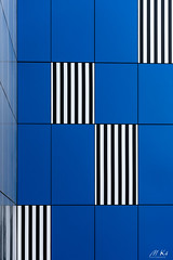 Paris_1118-14 (Mich.Ka) Tags: beaugrenelle paris abstract abstrait architecture bleu blue building bâtiment bâtimentindustriel façade geometric geometrique graphic graphique immeuble ligne line mur urbain urban urbancolor îledefrance