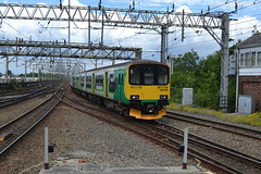 Northern Rail Class 150/1s 150109 & 150145 - Stockport (dwb transport photos) Tags: arriva northernrail dmu sprinter 150109 150145 stockport