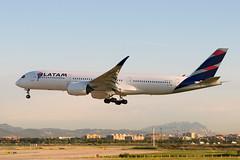 A7-AQA_20190603_BCN_51045_M (Black Labrador13) Tags: a7aqa airbus a350 a350900 a350941 latam qatar airways bcn lebl avion plane aircraft vliegtuig airliners civil barcelona el prat