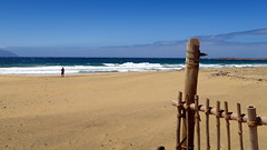 La plage.... (LILI 296...) Tags: capvert saovicente eau water océanatlantique cloture barrière fenced vague bleu