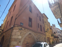 Carrer Parlaments, Montblanc (ell brown) Tags: montblanc tarragona catalonia catalunya spain españa tree trees concadebarberà pradesmountains carrerparlaments