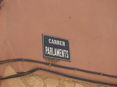 Carrer Parlaments, Montblanc - road sign (ell brown) Tags: montblanc tarragona catalonia catalunya spain españa tree trees concadebarberà pradesmountains sign roadsign carrerparlaments