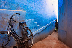 Bicycle. Jodhpur, India (Marji Lang Photography) Tags: inde india indiansubcontinent jodhpur rajasthan traveldestinations travelphotography alley alleyway bicycle blue bluecity colors composition documentary girl horizontal people photography rajasthani street streetphotography streetshot travel walk