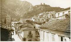 Άποψη της Λιβαδειάς από την οδό Στρατηγού Ιωάννου (View of Livadeia from Stratigou Ioannou Street). (Giannis Giannakitsas) Tags: greece grece griechenland λιβαδεια livadeia λεβαδεια livadia στρατηγου ιωαννου vintage