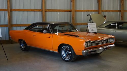 1969 Plymouth Road Runner (99 Omaha Orange)