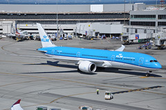 PH-BHH (Rich Snyder--Jetarazzi Photography) Tags: royaldutchairlines klm kl boeing 787 7879 dreamliner b787 b789 phbhh departure departing sanfranciscointernationalairport sfo ksfo millbrae california ca airplane airliner aircraft jet plane jetliner ramptowera rcta atower