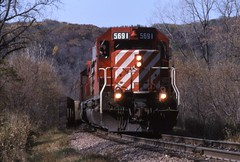 Rolling downgrade (ujka4) Tags: sooline soo canadianpacific cp cprs sd402 5691 marquette iowa ia