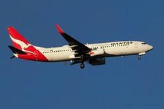VH-VZZ (Maurice Grout) Tags: wellington newzealand northisland aircraft qantas b737 vhvzz