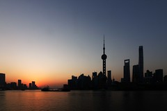 Shanghai skyline sunrise (Sophie et Fred) Tags: shanghai china chine skyline pudong bund pearl tower jinmao wfc sunrise lever soleil silhouette building skyscraper