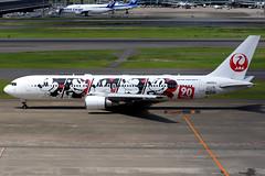Japan Airlines | Boeing 767-300ER | JA602J | JAL Dream Express 90 livery | Tokyo Haneda (Dennis HKG) Tags: aircraft airplane airport plane planespotting oneworld canon 7d 70200 disney mickeymouse tokyo haneda rjtt hnd japanairlines jal jl japan boeing 767 767300 boeing767 boeing767300 767300er boeing767300er ja602j
