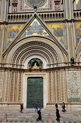 Orvieto (RarOiseau) Tags: italie cathédrale orvieto ombrie portail place mosaïque