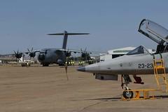 El A400M visita el Ala 23 (Ejército del Aire Ministerio de Defensa España) Tags: airbus a400m ala31 ala23 baseaérea airbase talaveralareal badajoz aviación aviation airforce fuerzaaérea avión plane aircraft tansporte t23 freedomfighter