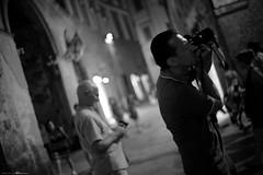 Voyage en Italie 2018   1435 (Distagon12) Tags: citybynight city portrait people tourism toscane travel toscana sonya7rii summilux street summilux35asph sienne sienna night nuit nightphoto nacht notte noche streetphoto strada strasse