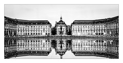 La place de la Bourse (Jean-Louis DUMAS) Tags: bordeaux night dark ville panoramique architecture architecte art artist artistic artistique shot ciel bâtiment nuit route reflets reflections bw black noir et blanc noretblanc nouvelleaquitaine