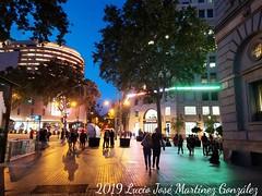 Barcelona.  Calle Rivadeneyra.  Rivadeneyra street. (Lucio José Martínez González) Tags: luciojosémartínezgonzález europa europe españa spain barcelona nocturna noche night nightimage fotonocturna calle street ngc