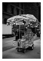 FILM - Sabrett #2 (fishyfish_arcade) Tags: 35mm analogphotography bw blackwhite blackandwhite canonsureshotz135 filmphotography filmisnotdead hp5 istillshootfilm monochrome newyork analogcamera compact film ilford mono streetphotography hotdogs