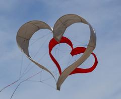Kat Coeur volant (ka.ec) Tags: cile cerf volant val andré bretagne concours coeur sky kite