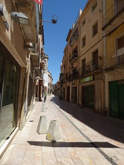 Carrer Major, Montblanc (ell brown) Tags: montblanc tarragona catalonia catalunya spain españa tree trees concadebarberà pradesmountains carrerriber carrermajor balcony balconies carrerdepereberenguerdevilafranca