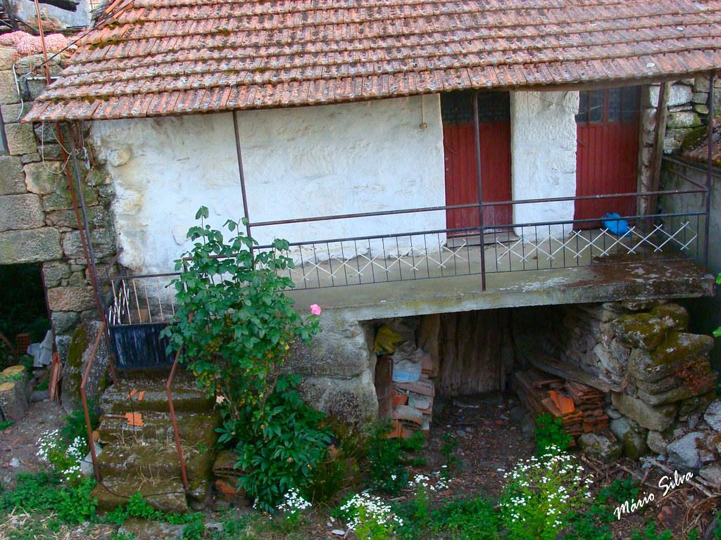 Águas Frias (Chaves) - ... casa na Aldeia (antes do seu restauro) ...