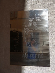 Carrer Riber, Montblanc - sign - Museu d'Art Au Ferre Montblanc (ell brown) Tags: montblanc tarragona catalonia catalunya spain españa tree trees concadebarberà pradesmountains carrerriber sign museudartauferremontblanc