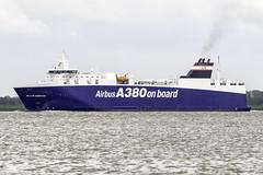 Ville de Bordeaux (antowo1) Tags: airbus a380 schiff villedebordeaux elbe hamburg flugzeug ship fright fracht