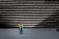 V&A Dundee (bitrot) Tags: architecture blue bluetrousers building coat dundee museum pedestrian scotland trousers va vadundee yello yellowcoat lightroom lightroom8 canoneos5dmarkiii ef24105mmf4lisusm 105mm f80 1200sec iso100