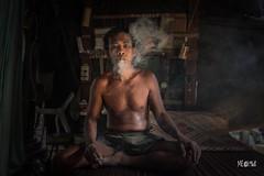Relax and smoking. (iw2ijz) Tags: battambang cambogia cambodia d500 reflex nikon shooting smoking relax man uomo fumo travel street trip viaggio 2019