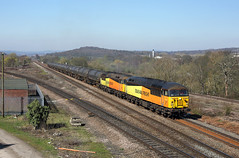 56113 + 56090 Heaton Lodge Junction 29/3/19 (Ram 69) Tags: 56113 56090 6e32 prestontanks colasrailfreight class56 grids