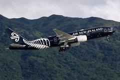 Air New Zealand | Boeing | 777-219(ER) | ZK-OKH | Hong Kong International (Chek Lap Kok) Airport | Hong Kong (TFG Lau) Tags: vhhh hkg hkia hongkong hongkonginternationalairport airplane aeroplane aircraft aviation plane planespotting spotting canon canoneos canon5dmarkiii eos eos5dmarkiii ahkgap airnewzealand anz nz boeing boeing777 b777 b772 b77e 777 zkokh staralliance star allblacks