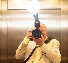 _DSC4795-3 flipped b (BobPetUK) Tags: lift flash diffuser selfie whaletail garyfong mirror photographer nikon strobe speedlight sb 910 sb910